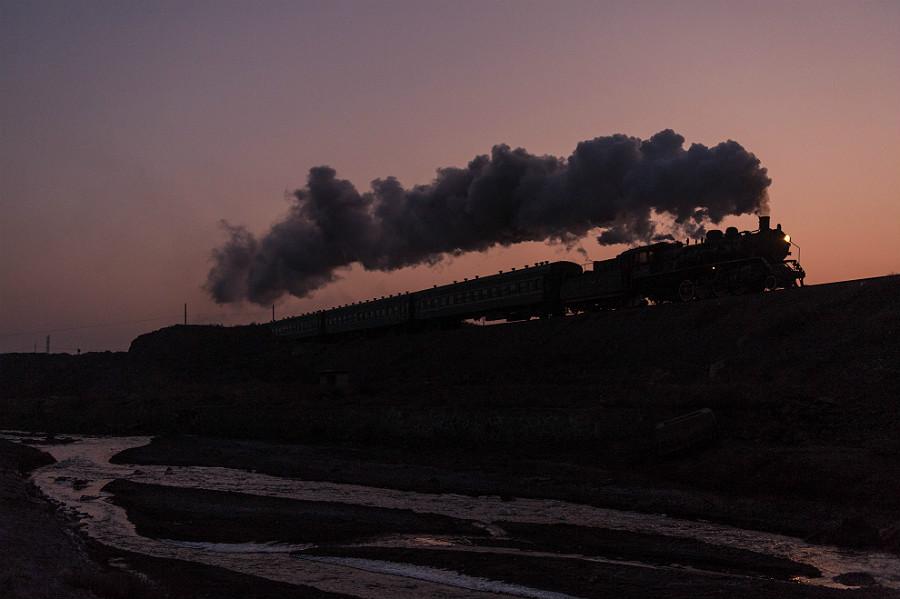 China Dampflok Sandaoling Baiyin Tiefa Tanago Eisenbahnreisen